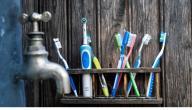 هل فرشاة الأسنان الكهربائية أفضل من الفرشاة العادية؟