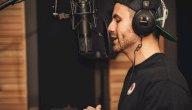 10 فوائد للغناء