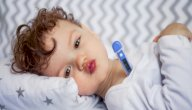 هل ارتفاع درجة حرارة طفلك يعني أنه مصاب بمرض روماتيزم القلب؟
