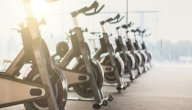 فوائد الدراجة الثابتة: هل هي أفضل من جهاز المشي؟