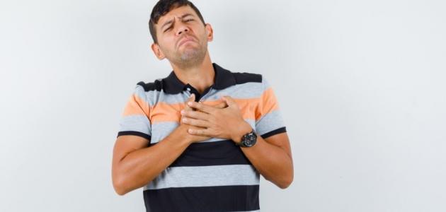 هل يصاب الرجل بألم في الثدي كالنساء؟