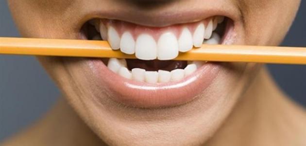 الضغط على الأسنان أثناء النوم