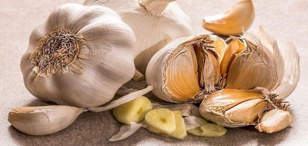 فوائد الثوم للبشرة الدهنية