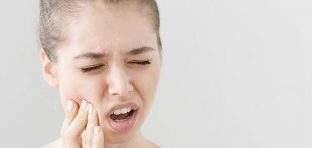 التهاب زوايا الفم