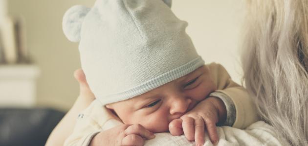 تطور نمو الطفل في الشهر الاول