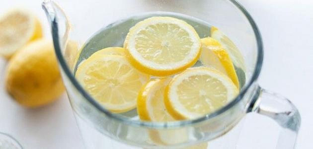 الماء والليمون على الريق للكرش