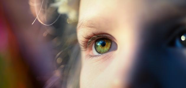 احمرار العين وخروج افرازات