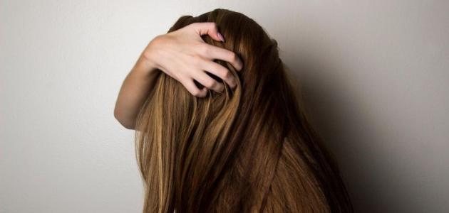 أعراض قشرة الرأس وعلاجها