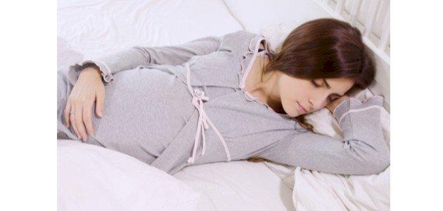 النوم على الجانب الايمن للحامل