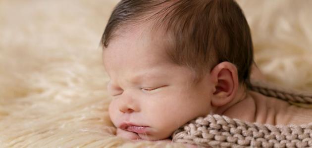 كم عدد ساعات نوم الطفل الرضيع
