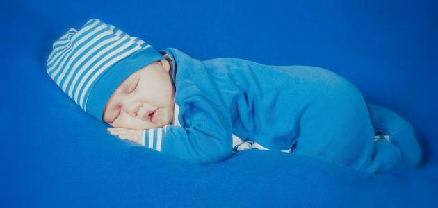 كيف ينام الطفل حديث الولادة
