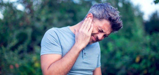 ألم الأذن اليمنى