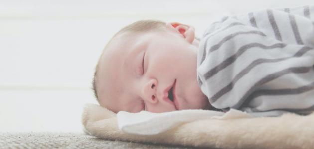 أحسن وضعية لنوم الرضيع