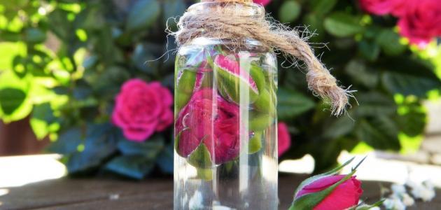 تقطير ماء الورد في العين