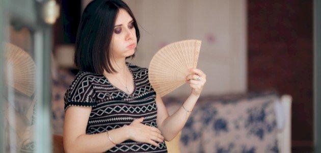 سبب التعرق أثناء النوم للحامل