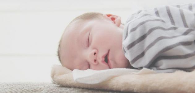 سبب تغير براز الرضيع للون الأخضر