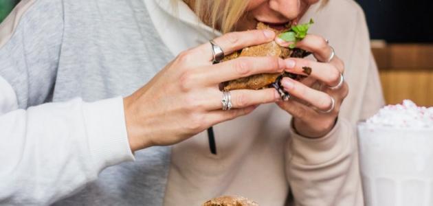 إدمان الطعام: علاماته و نصائح هامة للتخلص منه