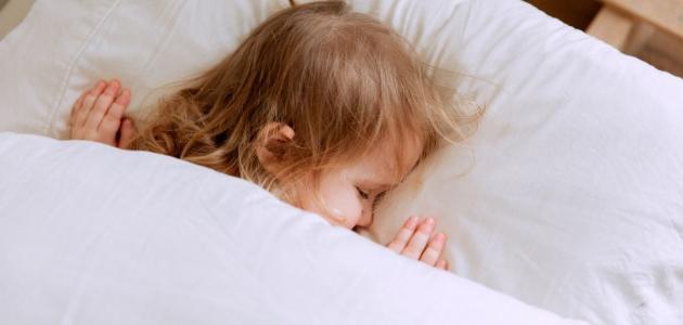 ما مشاكل النوم عند الأطفال؟