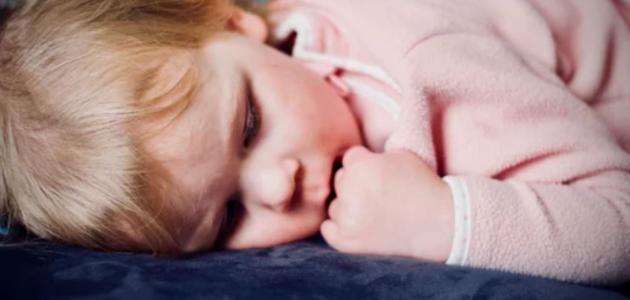 لماذا يحدث مشي الأطفال خلال النوم؟