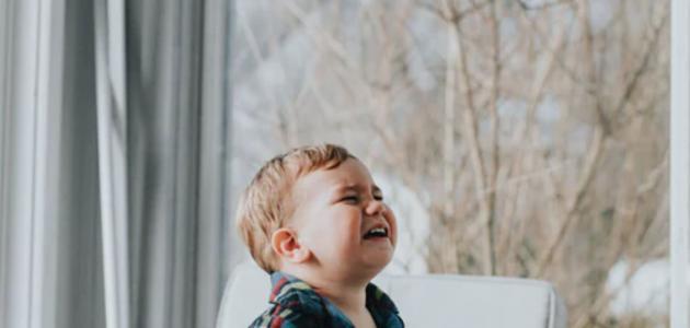 ماذا أفعل عندما يبكي طفلي