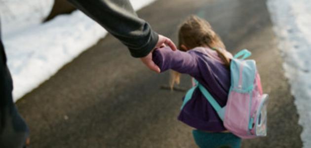 احذر سحب طفلك من يديه