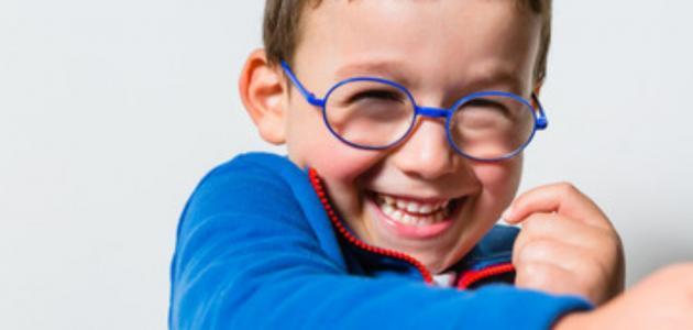 متى أعرف حاجة طفلي لارتداء النظارات؟