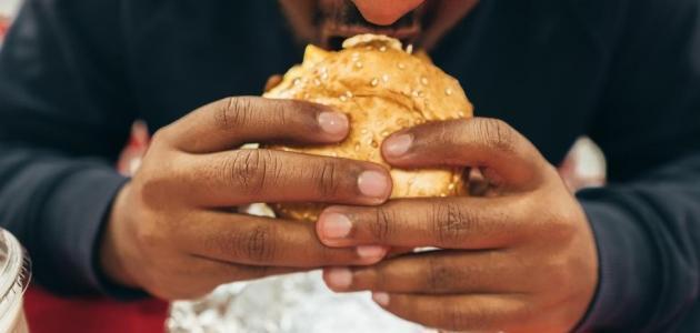 7 أضرار للإفراط في تناول الطعام