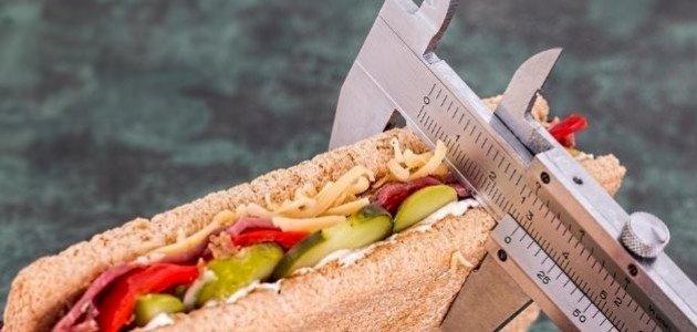 أيهما أفضل لخسارة الوزن: نظام غذائي قليل الدهون أم قليل الكربوهيدرات؟