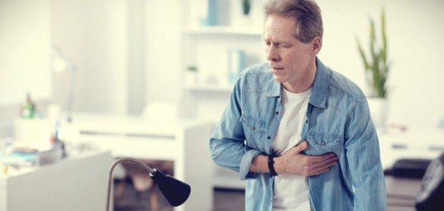 هل آلام القلب من أعراض الجلطة؟
