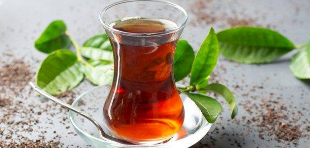 ما هي أضرار الشاي؟ وكيف يمكن تقليلها؟