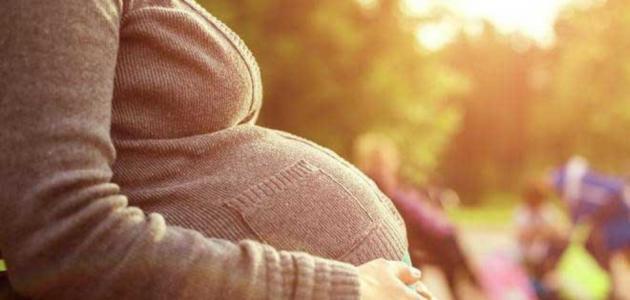 الولادة في الشهر التاسع من الحمل