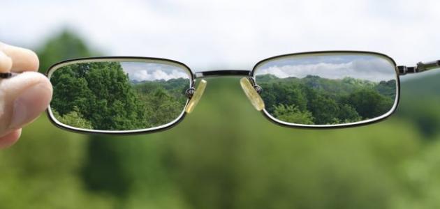 اسباب زغللة العين والصداع