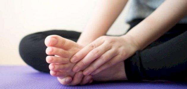 ما هو علاج تنميل القدمين